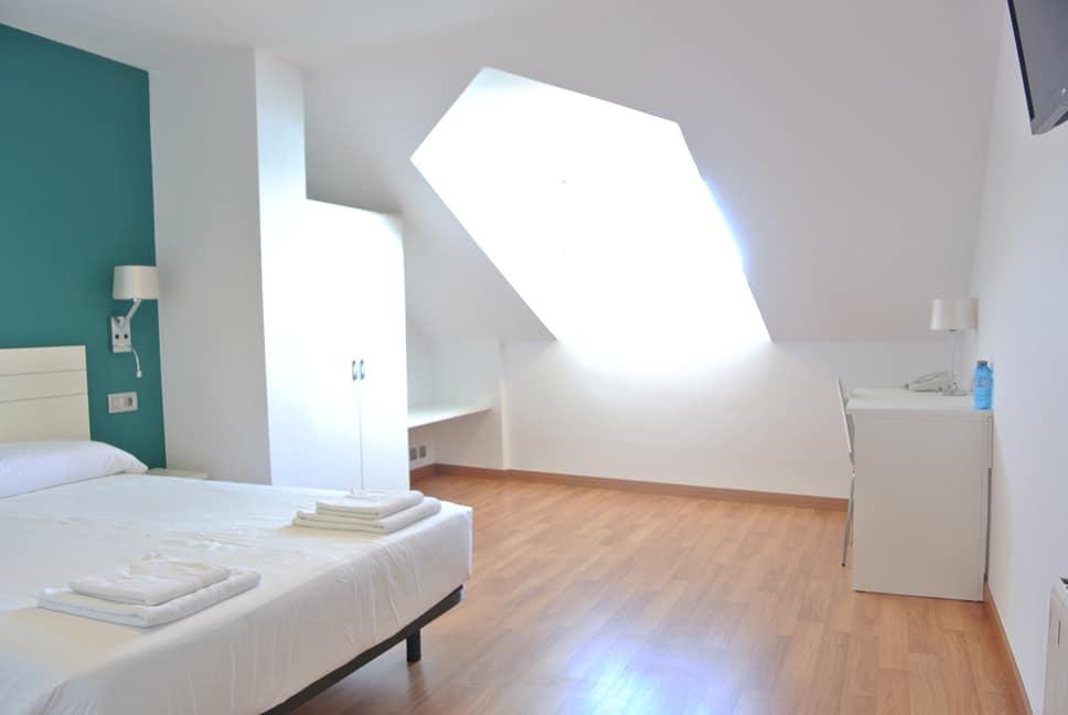 Habitación de hotel para cuatro personas en Fisterra