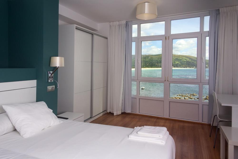 Habitación doble con dos camas en Fisterra