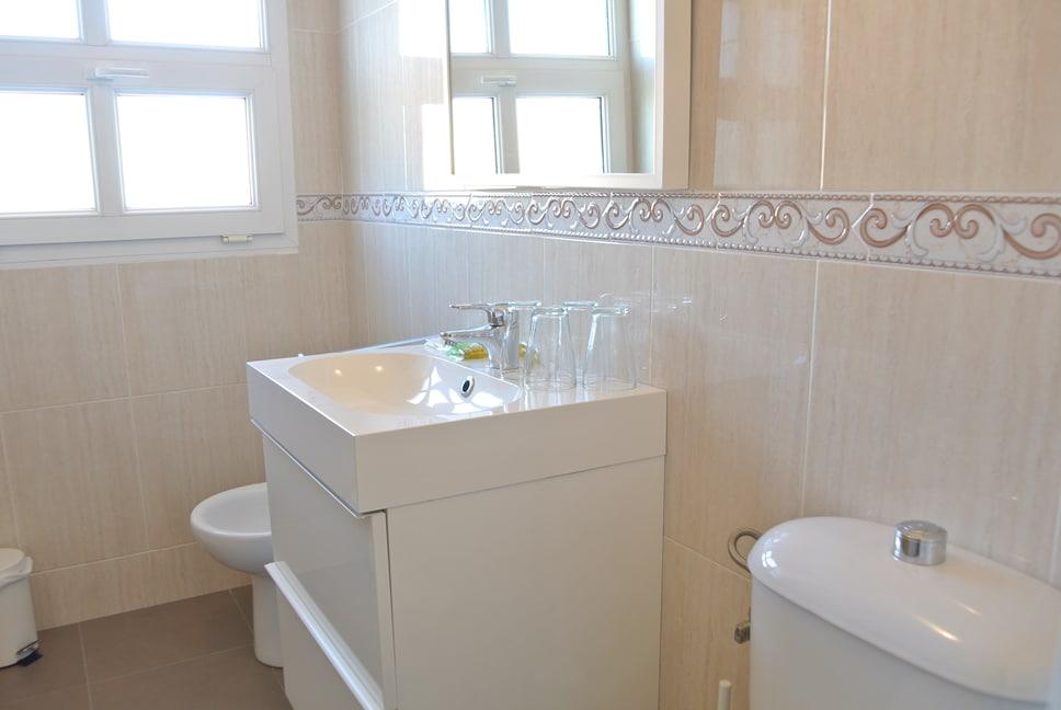 Baño de habitación de hotel para familia en Fisterra